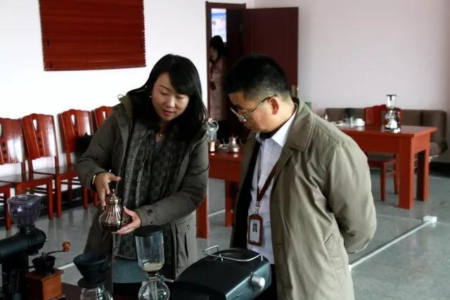 青岛求实职业技术学院董事长林夕宝接受多家媒体采访